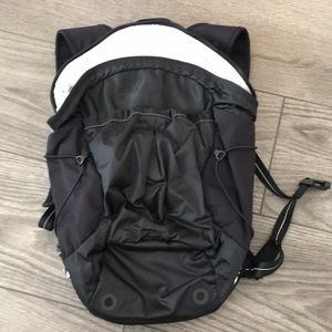 Lululemon Run all day pack. Fibre optic